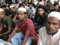 Puluhan pengungsi Muslim Rohingya berada di tempat penampungan, di Medan, Sumut, Senin (6/8). Mereka berharap aksi kekerasan yang dialami etnis muslim Rohingya di Myanmar segera dihentikan. (FOTO ANTARA/Irsan Mulyadi)