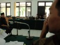 Terdakwa Eka Dharma Putra (kanan) mendengarkan kesaksian Ketua DPRD Riau Johar Firdaus dalam sidang suap PON Riau di pengadilan Tipikor, Pekanbaru, Senin (6/8). Johar Firdaus dalam sidang membantah semua keterangan saksi-saksi dipersidangan sebelumnya bahwa dirinya mengetahui dan menyetujui pengaturan uang suap sebesar Rp1,8 miliar untuk revisi dua Perda PON XVIII Riau. (FOTO ANTARA/FB Anggoro)