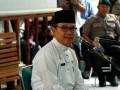 Gubernur Riau HM Rusli Zainal memberi kesaksian pada sidang kasus suap PON Riau di pengadilan Tipikor, Pekanbaru, Selasa (7/8). Gubernur dalam sidang membantah penyataan semua saksi yang menyebutkan dirinya memerintahkan pemberian uang suap kepada DPRD Riau dan DPR RI. (ANTARA/FB Anggoro)