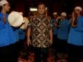 Ketua Dewan Pembina Partai Gerindra Prabowo Subianto menghadiri Silaturahmi dan buka puasa bersama di Jakarta, Rabu (8/8). Menurut Prabowo revolusi teknologi informasi sangat mendorong berkembangnya demokrasi dan kedaulatan rakyat. (ANTARA/M Agung Rajasa)