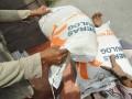 Buruh angkut menurunkan karung berisi beras untuk rakyat miskin (raskin) dari truk pengangkut di Kel. Besusu Timur, Kota Palu, Sulawesi Tengah, Rabu (8/8). Raskin yang akan disalurkan kepada 245 kepala keluarga (KK) di tempat itu dengan jatah masing-masing 30 kilogram dan dijual dengan harga Rp 1600 perkilogramnya. (FOTO ANTARA/Mohamad Hamzah)