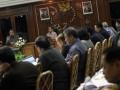 Presiden Susilo Bambang Yudhoyono (kiri) didampingi Wapres Boediono (kedua kiri) memimpin rapat kabinet terbatas di Kantor Pusat BRI, Jakarta, Jumat (10/8). Rapat tersebut membahas soal perkembangan penyaluran kredit usaha rakyat (KUR). (FOTO ANTARA/Widodo S. Jusuf)