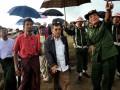 Ketua Umum PMI Jusuf Kalla didampingi Menteri Urusan wilayah Perbatasan Myanmar Letnan Jenderal Thein Htay mengunjungi barak pengungsi etnis Rohingya di Thet Kay Pyin, Ibukota negara bagian Rakhine Sittway, Myanmar, Sabtu (11/08). Pemerintah Myanmar akan bekerjasama dengan Palang Merah Indonesia (PMI), Organisasi Konferensi Islam (OKI) dan Bulan Sabit Merah Qatar dalam proses rehabilitasi dan rekonstruksi korban konflik yang terjadi diwilayah Rhakine. (ANTARA/HO-Dokumentasi-JK)