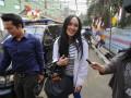 Tersangka kasus suap pembahasan anggaran di Kemenpora dan Kemendikbud Angelina Sondakh atau Angie tiba di rutan Pondok Bambu, Jakarta Timur, Selasa (14/8). Angie meninggalkan rutan KPK dan pindah ke rutan Pondok Bambu dengan alasan yang belum jelas. (FOTO ANTARA/Fanny Octavianus)