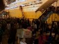 Ribuan pemudik turun dari kapal Pelni KM Bukit Siguntang di Pelabuhan Soekarno Hatta Makassar, Sulsel, Kamis (16/8) dini hari. Sekitar dua ribu penumpang asal Tarakan, Nunukan dan Balikpapan tiba di Makassar, dan diperkirakan arus mudik menggunakan kapal laut akan terus bertambah hingga H-1 Idul Fitri 1433 H. (ANTARA/Sahrul Manda Tikupadang)
