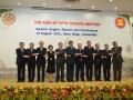 Menteri Perdagangan RI Gita Wirjawan dan para Menteri Ekonomi ASEAN melakukan foto bersama menghadiri sebelum memulai pertemuan ASEAN Economic Ministers (AEM) ke-44 dan Pertemuan terkait lainnya di Siem Reap, Kamboja (27/8). Pertemuan yang akan berlangsung hingga 1 September 2012 tersebut diawali dengan Pertemuan Dewan ASEAN Free Trade Area (AFTA) ke-26 yang membahas implementasi ASEAN Trade and Goods Agreement (ATIGA).