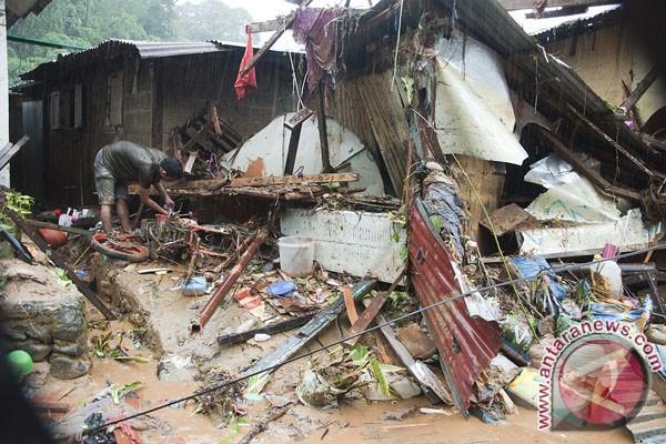 Tim SAR masih cari korban tertimbun longsor di Ambon