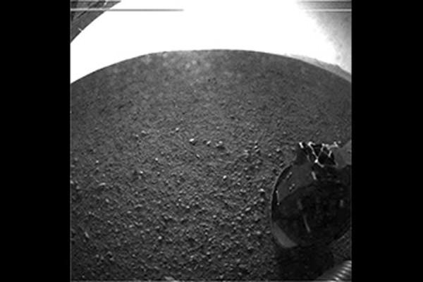 Robot penjelajah mendarat di samping pegunungan Mars