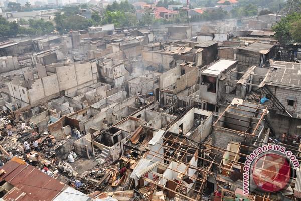 Korban kebakaran Karet Tengsin mengungsi ke kuburan