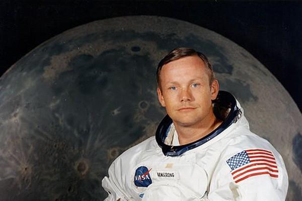Neil Armstrong pulih dari operasi jantung