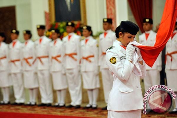 Upacara penurunan bendera digelar di Istana Merdeka