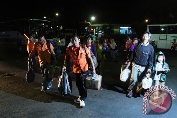 Jokowi tinjau arus mudik di Terminal Solo