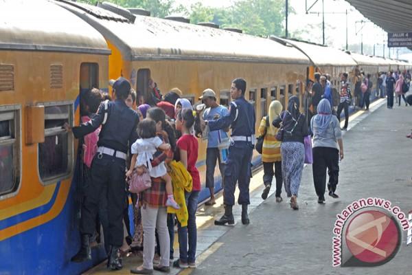 Penumpang KA ekonomi Yogyakarta melonjak selama Lebaran