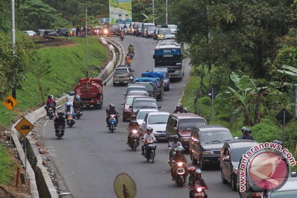 Jalur Bukittinggi-Padang macet