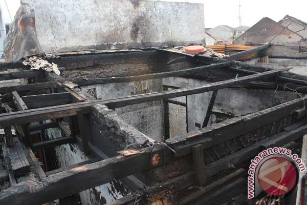 Kebakaran lagi di Jakarta, puluhan rumah musnah