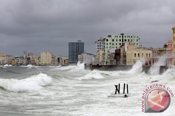 Minyak menguat karena Badai Isaac dekati pantai teluk AS