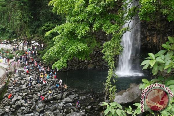 Air terjun Lembah Anai meluap, Padang-Bukittinggi macet