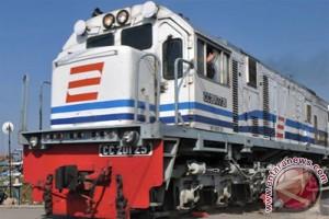 Tim PT KAI evakuasi lokomotif masuk jurang di Tasikmalaya