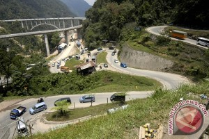 Jembatan Kelok 9 Payakumbuh jadi tujuan wisata pemudik