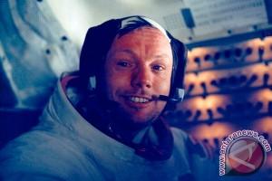 Benda sisa pendaratan di bulan tersimpan di lemari Neil Armstrong