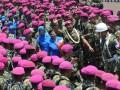 Letjen TNI (Mar) M. Alfan Baharudin (kanan) bersama Dankormar yang baru Brigjen TNI (Mar) A. Faridz Washinton (kiri) melambaikan tangan kepada sejumlah prajurit Korps Marinir pada lepas sambut seusai serah terima jabatan Dankormar di Bhumi Marinir Cilandak, Jaksel, Rabu (12/9). Faridz menggantikan Alfan yang selanjutnya menempati posnya yang baru sebagai Kepala Basarnas. (FOTO ANTARA/Saptono)
