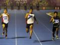 Pelari NTB Iswandi (tengah) memimpin pada nomor Final Lari 100 meter Putra PON XVIII 2012 di Stadion Atletik Rumbai, Pekanbaru, Riau, Rabu (14/9). Iswandi berhasil meraih emas dengan catatan waktu 10,41 detik. (FOTO ANTARA/Yudhi Mahatma)