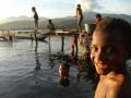 Sejumlah anak-anak sedang mandi dan mencuci di kawasan Danau Sentani, di Kampung Yoka, Waena, Jayapura, Papua, Kamis (13/9). Diperkirakan sekitar 109 juta penduduk Indonesia belum tersentuh sanitasi yang layak. Program pemerintah Indonesia untuk penuntasan pemenuhan dasar sanitasi dan air bersih ditargetkan sampai 2015 bagi 230 juta penduduk Indonesia. (FOTO ANTARA/Anang Budiono)