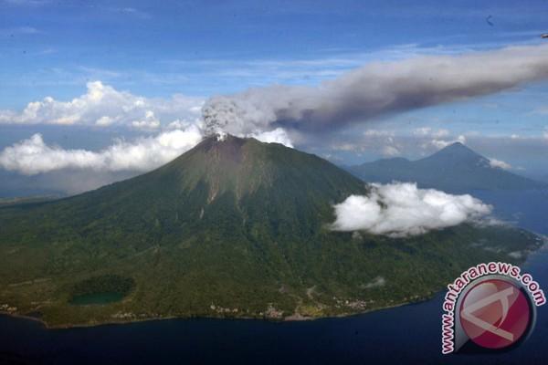 Warga Gunung Raung belum perlu mengungsi