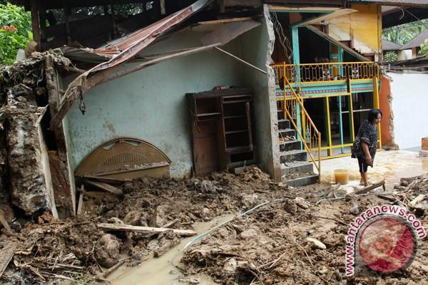 Enam rumah warga Pariaman terancam longsor