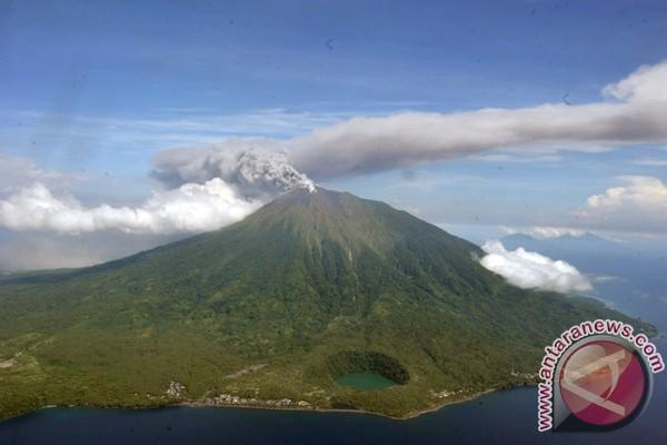 Mt Gamalama erupts