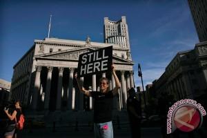 Wall Street bervariasi di tengah pernyataan Fed dan laba Apple