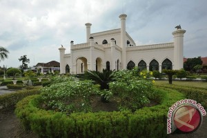 Jokowi diharapkan jadi Presiden RI pertama kunjungi Istana Siak