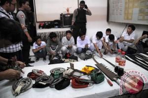 Polisi tangkap 30 pelajar SMP bersenjata tajam
