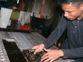Seorang pekerja menyelesaikan motif batik 'Wamilahan' merupakan salah satu motif terbaik di Indonesia di sentra kerajinan Batik Banten, Kampung Kubil, Cipocok, Serang, Selasa (2/10). Batik sebagai salah satu warisan dunia dari Indonesia itu saat ini terus berkembang sesuai dengan jamannya. (ANTARA/Asep Fathulrahman)