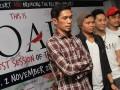 """Personil Noah, Lukman (kiri), Reza (kedua kiri), Uki (kedua kanan) dan additional player, Ihksan (kanan) menghadiri konferensi pers jelang konser Noah """"The Greatest Session Of The History"""" di Jakarta, Selasa, (30/10). Noah akan menggelar konser rangkaian """"Born To Make History"""" pada Jumat (2/10), di Meis Ancol. (ANTARA/Agus Apriyanto)"""