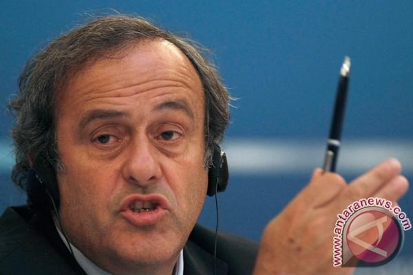 Platini tarik dukungan untuk Blatter