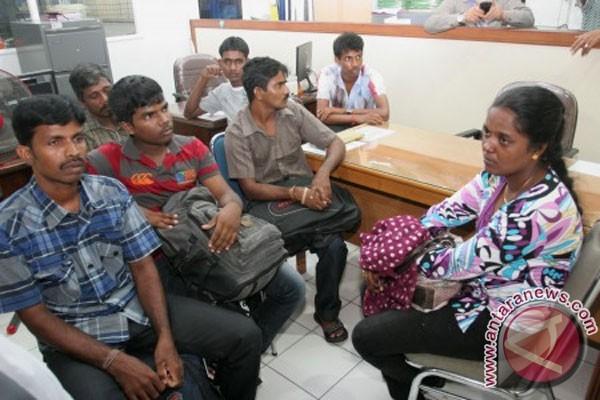 Dozens of immigrants from Sri Lanka stranded in Aceh