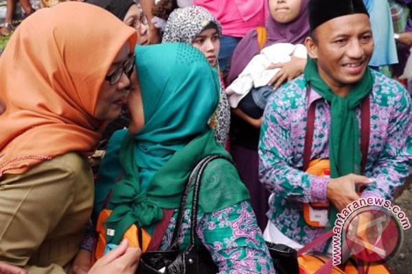 Puluhan calon haji nonkuota tak berangkat