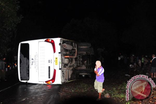 Bus Puspa Jaya terguling, tiga tewas