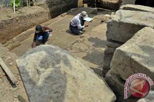 Arkeolog temukan sisa candi abad ke-14 di Badung