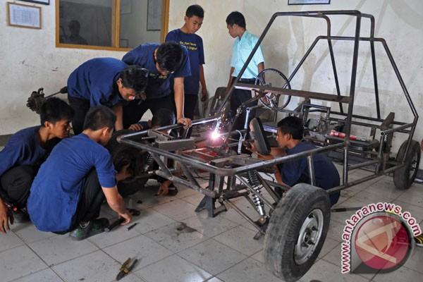 11). Mobil gokart buatan siswa SMKN 1 Lingsar berkapasitas mesin