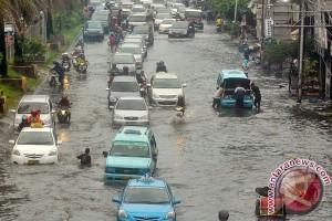 20121119Akibat Hujan Deras 181112 zk 6 Banjir 5 tahunan mengintai Jakarta