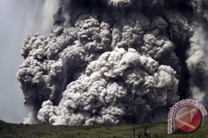Aktivitas vulkanik Gunung Lokon di Tomohon meningkat