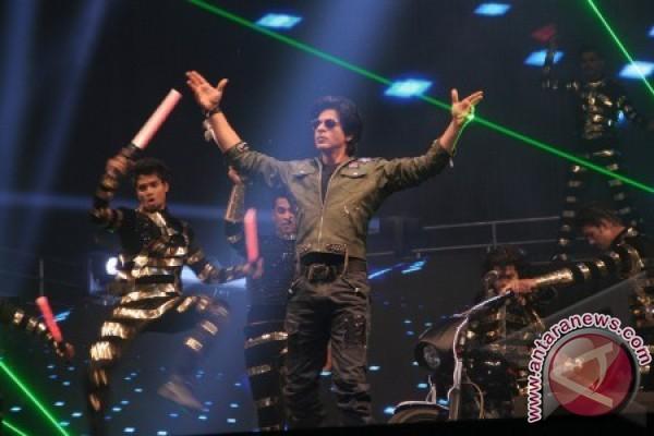 Sihir Bollywood di konser Shahrukh Khan