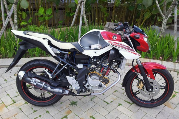 Yamaha New V-ixion (ANTARA News / Adam Rizal)