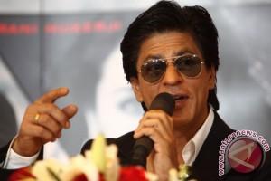 """Shahrukh Khan dan Priyanka Chopra raih """"Stardust Award"""""""