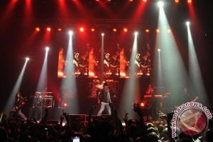 Guns N' Roses perpanjang tur reuni hingga 2017