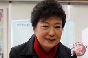 S. Korea`s Park urges Japan to apologise to