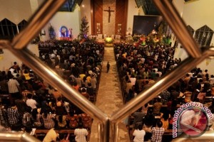Muslim hadiri missa Katolik untuk pendeta korban pembunuhan
