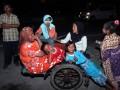 Warga yang berdomisili di kawasan pesisir menggunakan kendaraan seadanya mengungsi ke tempat yang dinilai aman dari tsunami setelah terjadi gempa di Simpang Surabaya, Banda Aceh, Kamis (10/1) malam. Warga di Banda Aceh dan Aceh Besar panik akibat gempa berkekuatan 6,0 skala Richter yang terjadi pada pukul 20.47 WIB dan berpusat di 4,52 derajat LU - 95,04 BT sekita 77 kilometer barat daya Kabupaten Aceh Jaya dengan kedalaman 65 kilometer di bawah permukaan laut.(ANTARA/Irwansyah Putra)